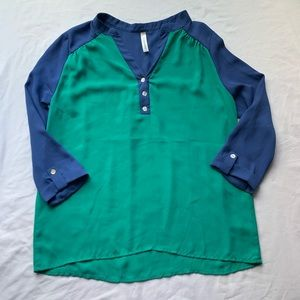 💕3/$25💕 Peppermint 3 Button Green & Blue Blouse